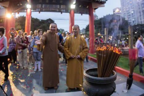 Cerimônia Budista de Vesak e dia das mães